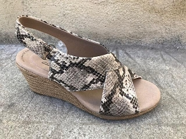 ROCK DERBY W PATENT LAFLEY ALAINE:Taupe